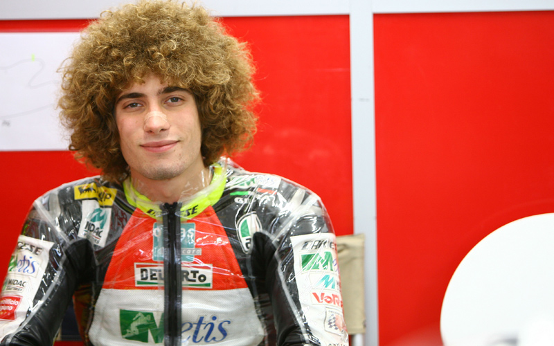 Marco Simoncelli dies after horrific crash in Sepang