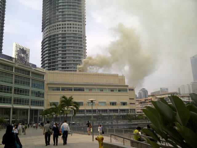 Photos: KLCC Fire – Hundreds Being Evacuated, early reports cites restaurant fire