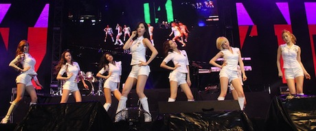 Girls Generation SNSD at Twin Tower @ Live 2012 MALAYSIA  – Video