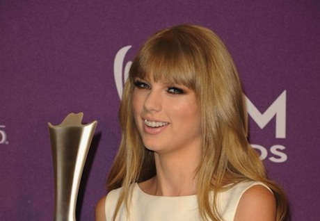 Taylor Swift wins  entertainer of the year at Academy of Country Music Awards