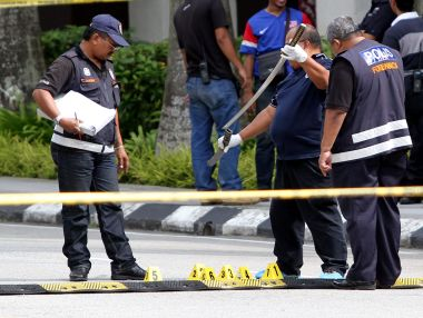 Couple Wields Samurai Sword at PM's Office