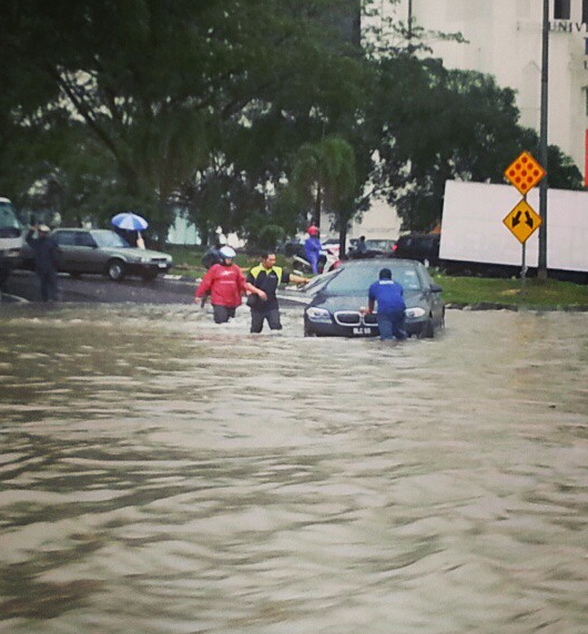 Massive Flood in Puchong (IOI MALL and Bandar Puteri) 2013 – Pictures