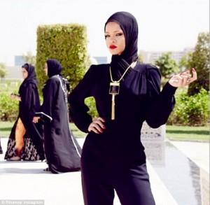 Rihanna-uae1