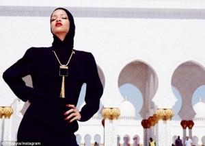 Rihanna-uae2