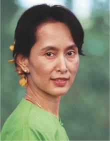 aung-san-suu-kyi--myanmar-s-demo-16950-20080719-13